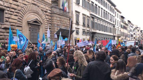 """Guide Turistiche in corteo a Firenze contro 'corsi facili"""""""