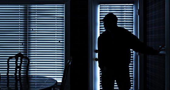 Livorno, rapinarono diversi negozi, 3 denunciati