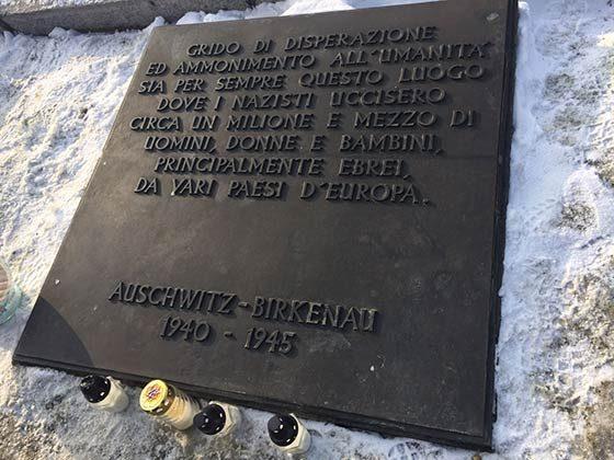 Arezzo, divelta stele che ricorda shoa