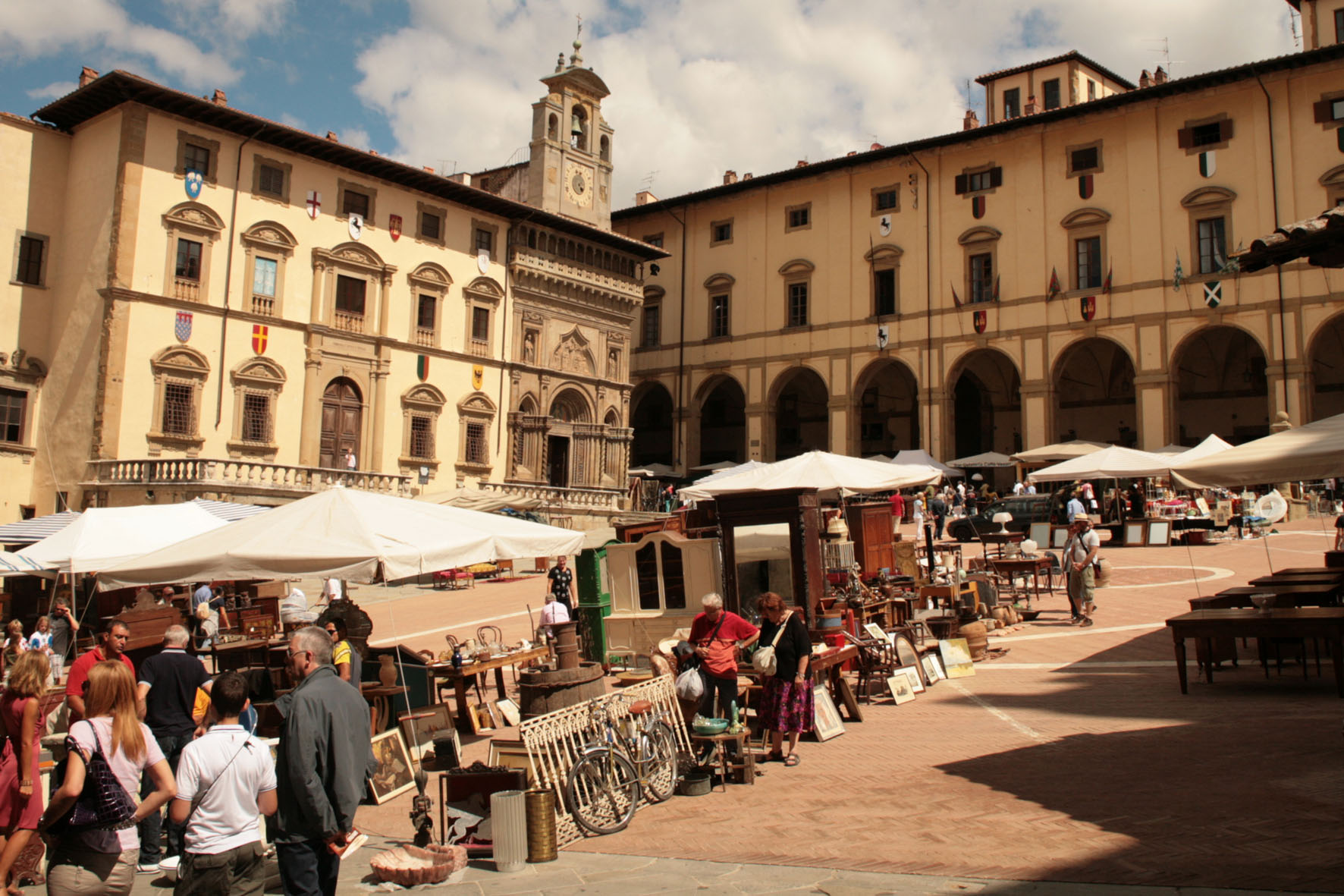 Arezzo morto storico antiquario buzzi berlusconi suo for Arezzo antiquariato