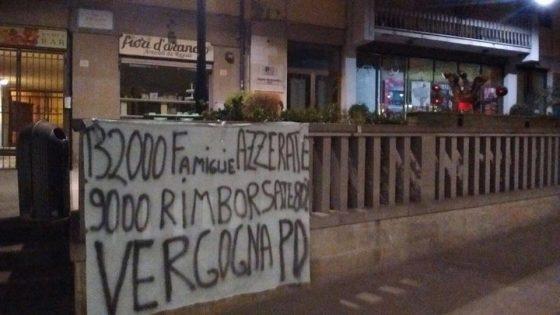 Banche: striscioni nella notte nelle sedi Pd di Arezzo ed Empoli