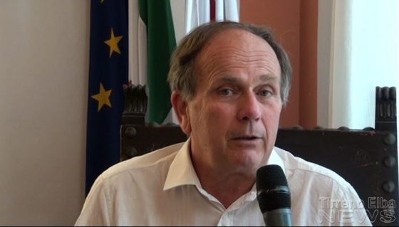 Portoferraio: carenza vigili, sindaco si mette a dirigere il traffico