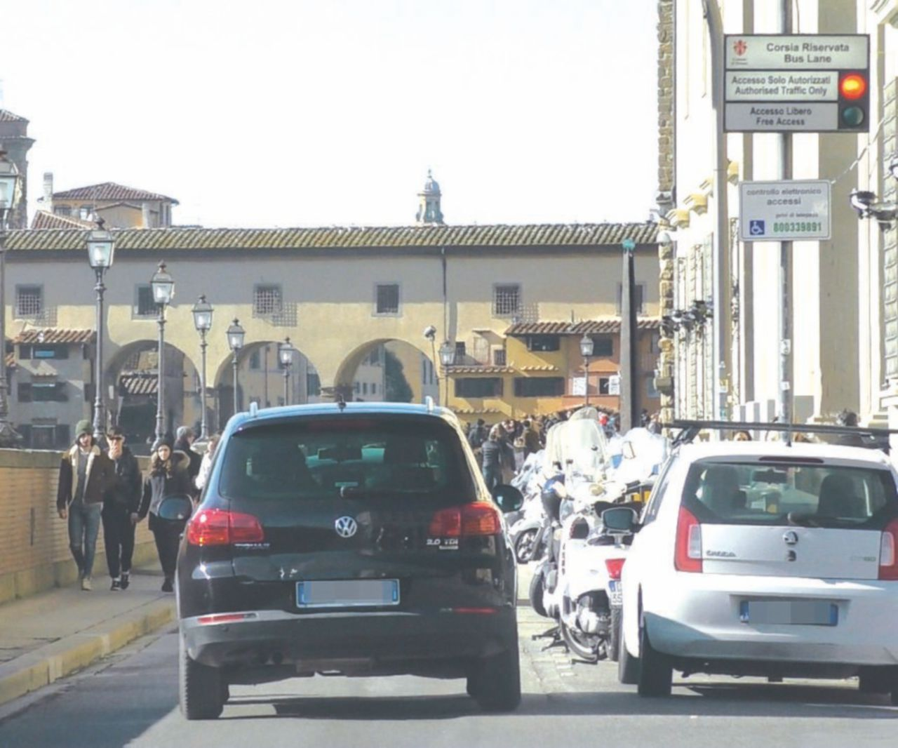 Renzi su auto agnese fake news di politici del for Politici di destra nomi