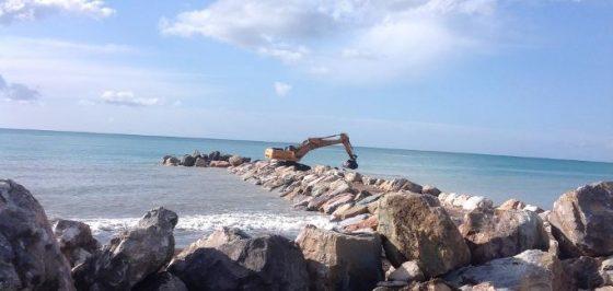 Tre fronti di lavoro per contrastare l'erosione del litorale massese