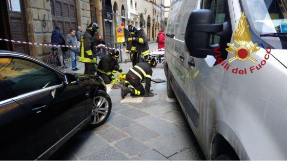 Pedone investito da furgone in centro storico a Firenze