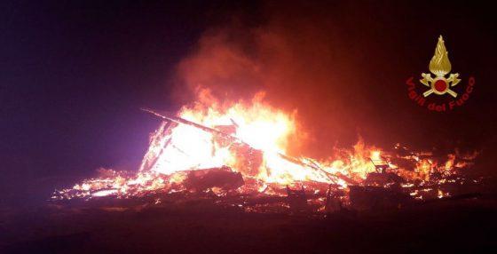 Incendio distrugge stabilimento balneare a Calambrone (Pi)