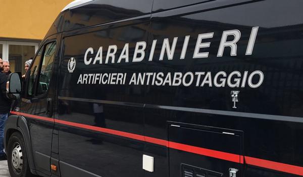 Firenze, pacco sospetto davanti a una scuola elementare: evacuato l'istituto