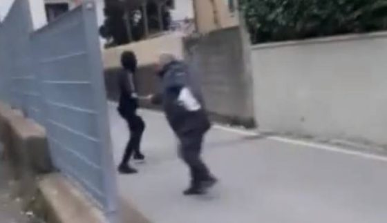Minori aggrediscono anziano disabile e postano video sul web