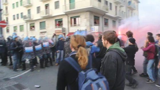 Pisa: scontri polizia manifestanti per arrivo Salvini