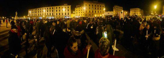 Operai morti a Livorno: oltre mille a fiaccolata, martedì l'autopsia sulle vittime
