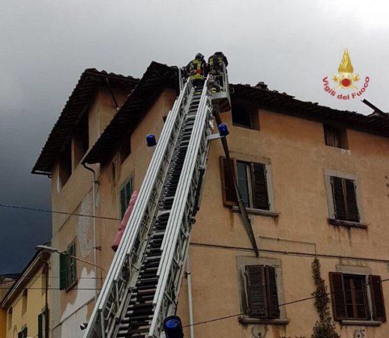 Vento: Pisa, evacuato centro profughi per cedimento tetto, chiuso cimitero a Ghezzano