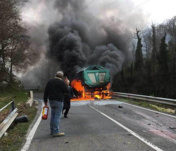 Incidente moto contro tir a Vaglia, muore motociclista