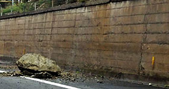 A1, incidente nel Fiorentino causa caduta masso
