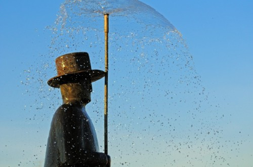 L'uomo della pioggia di Folon tornerà al suo posto