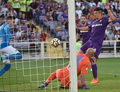 Fiorentina batte Napoli con tripletta di Simeone