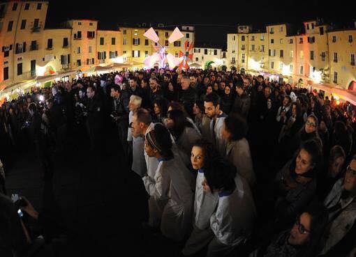 Effetto Cinema Notte: Lucca trasformata in un gigantesco set cinematografico