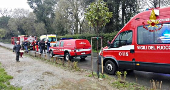Rischia di annegare in Arno, grave un anziano