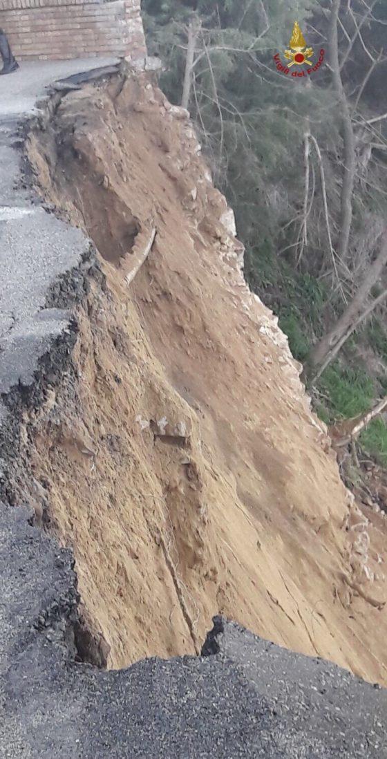 Crolla muro a Volterra, inagibili due abitazioni