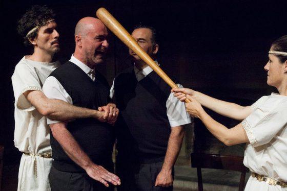 Piccolo Teatro Mauro Bolognini: gli Dei atterrano in una classe di ginnasio