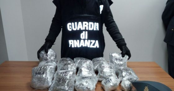 Droga: maxi operazione a Livorno, arresti e denunce