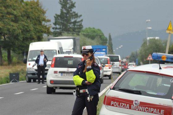 Lucca: 10 in auto, 6mila euro di multa