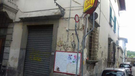 Pisa, scritta 'Comunisti al rogo' su Casa del popolo