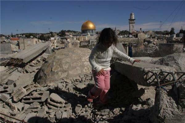 Gaza, 59 palestinesi uccisi. E una neonata muore per i gas lacrimogeni