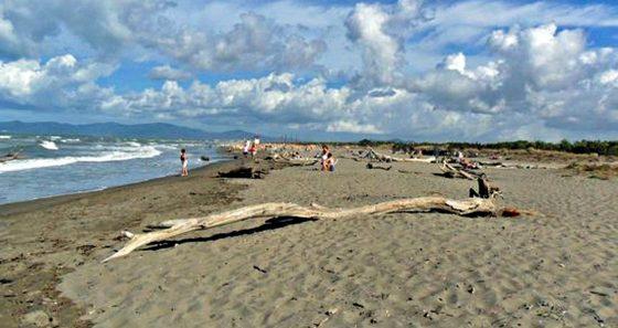 Revocato divieto, torna balneabile costiera Livorno e Grosseto