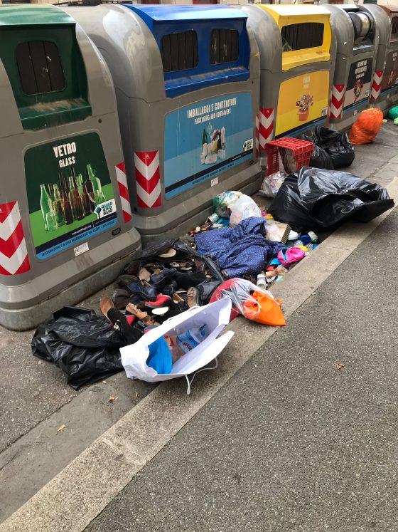 Firenze: abbandona sacchi fuori dal cassonetto, multato