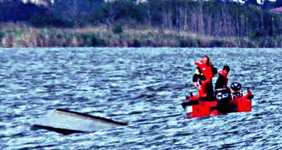 Si rovescia barchino lago Massaciuccoli, morto un uomo