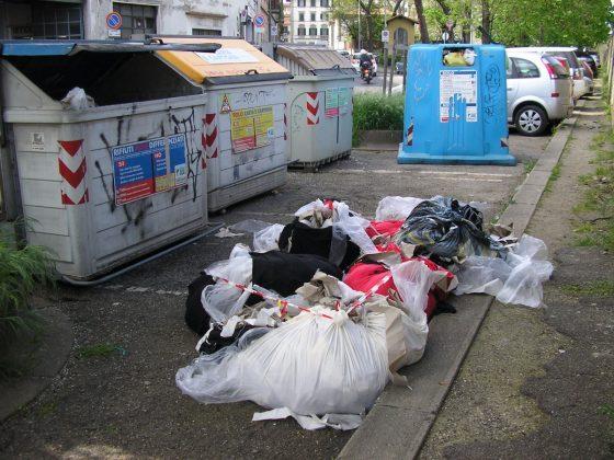 Firenze: abbandona rifiuti fuori dai cassonetti, denunciato dalla Polizia Municipale