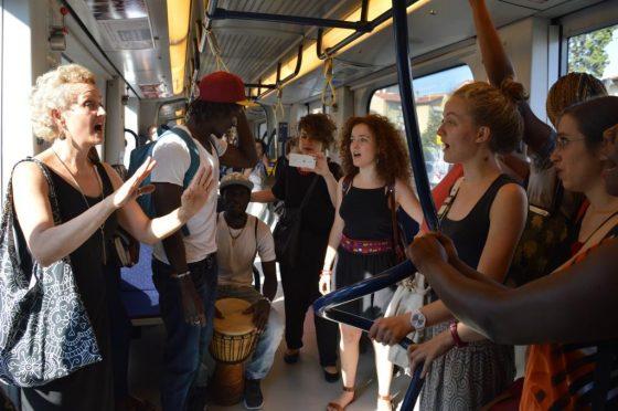 Rifugiati: flash mob sulla tramvia a Firenze