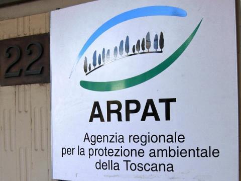 A fuoco deposito rifiuti speciali nel Pisano. Verifiche di Arpat e Asl