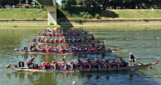 Dragon Boat, festival chiude con 3mila gerbere in Arno