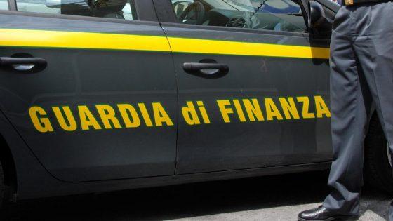 Prato, evade 100 milioni con contrabbando tessuti