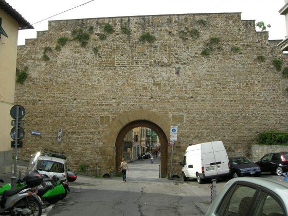 Ztl S.Niccolò: firme contro barriere