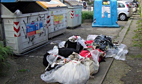 """Nardella: """"Denunciate chi abbandona rifiuti"""""""