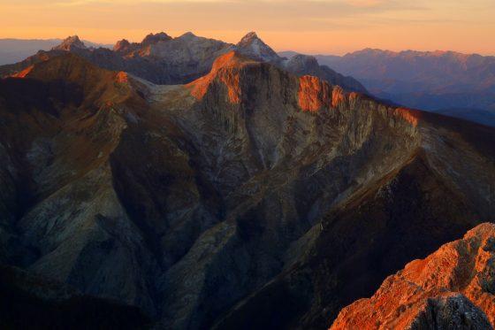 Alpinista soccorso sulle Apuane dopo essere scivolato per 200 metri