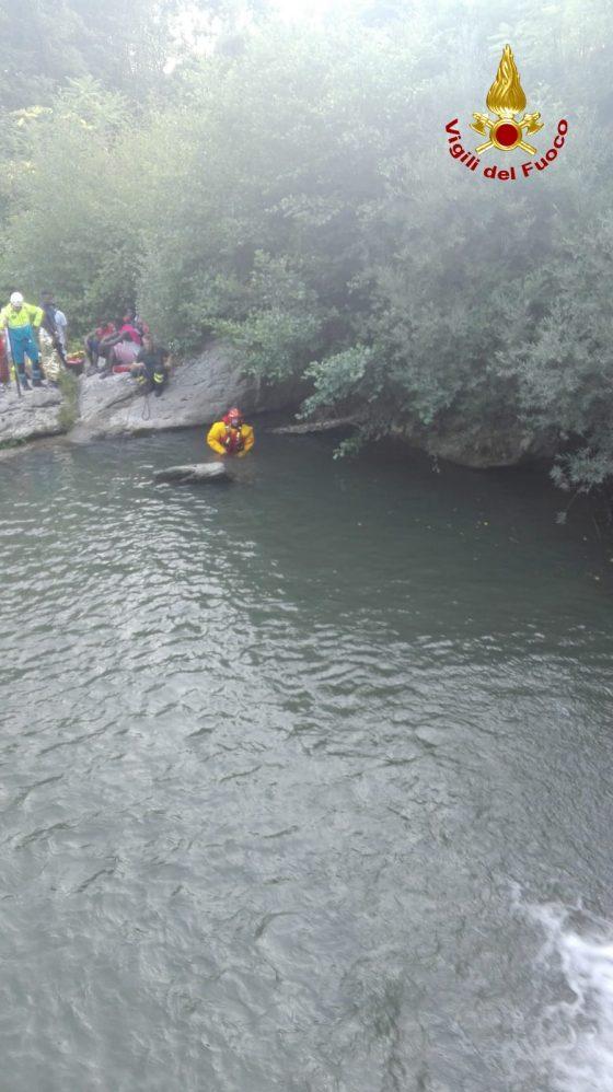 Si tuffa in torrente, muore giovane migrante in Casentino