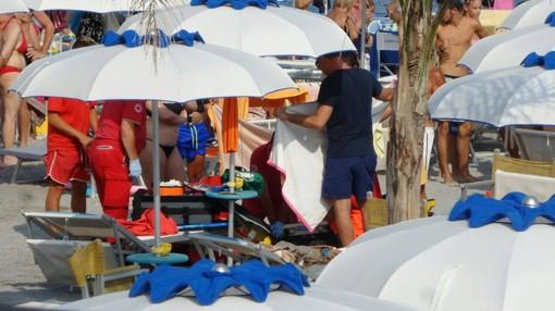 Turista muore in Versilia, caldo tra concause malore