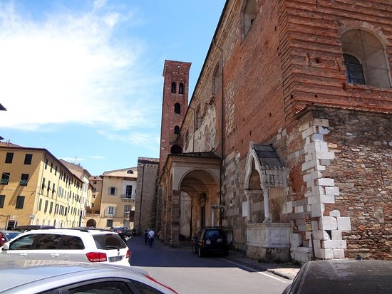 Rifiuti, Lucca: al via gli scavi per l'isola ecologica a scomparsa in piazza San Romano