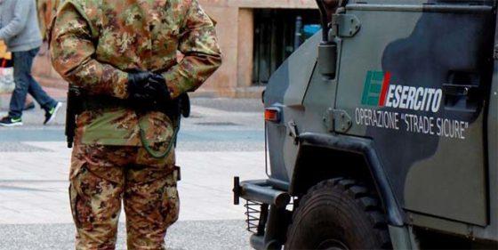 Livorno: minaccia clienti bar con coltello, disarmato e arrestato