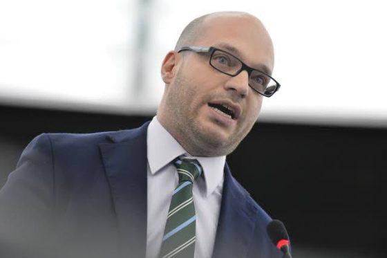 PD Toscana: mozione per revoca incarico a ministro per la Famiglia Fontana