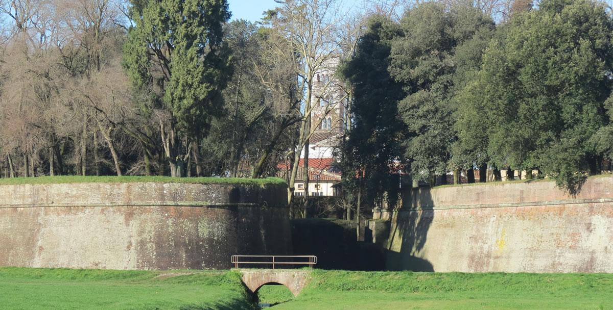 Lucca, ancora una caduta dalle Mura