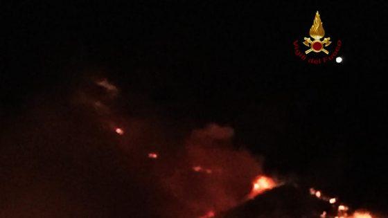 Incendio Monte Serra, spente riprese notturne focolai