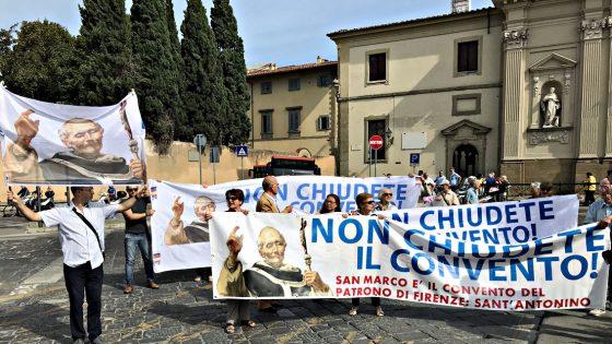 In corteo a Firenze contro chiusura convento di San Marco