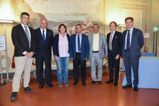 Cooperazione: la Toscana consegna due defibrillatori allo Yemen