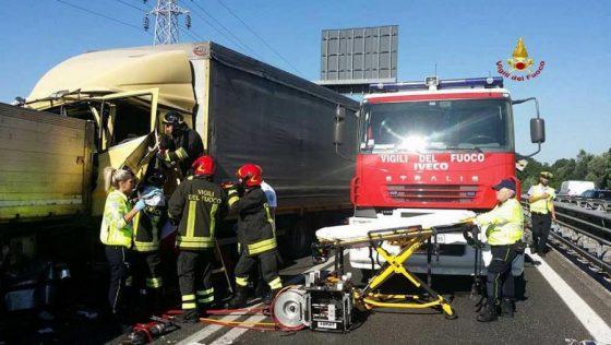 Tamponamento tra tir in A1: tre i feriti, chiuso tratto Valdarno-Arezzo