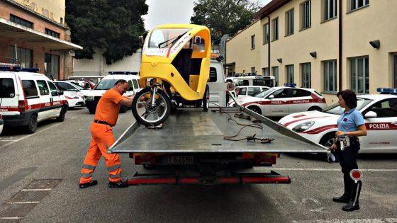 Ancora un ciclomotore camuffato da risciò in centro a Firenze