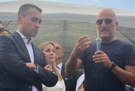 Calosi (FIOM) e l'ex ministro Di Maio ai cancelli della bekaert
